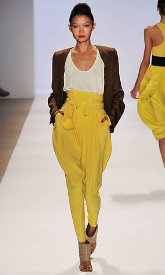 yellow-joggers-pants-white-tee-brown-jacket-blazer-tan-shoe-sandalh-bun-harem-wear-style-fashion-spring-summer-brun-runway-paperbag-lunch.jpg