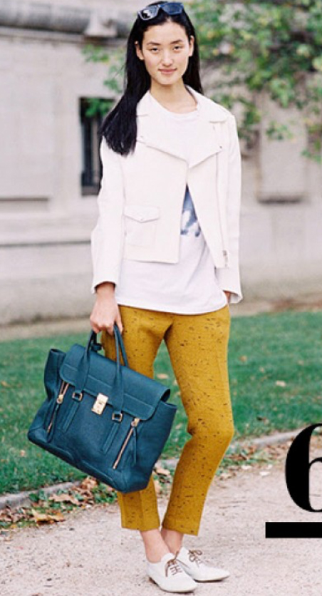 yellow-slim-pants-white-tee-white-jacket-moto-green-bag-howtowear-white-shoe-brogues-street-outfit-fall-winter-brun-lunch.jpg