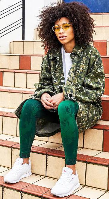 green-dark-leggings-green-olive-jacket-coat-utility-camo-print-white-tee-brun-sun-white-shoe-sneakers-fall-winter-weekend.jpg