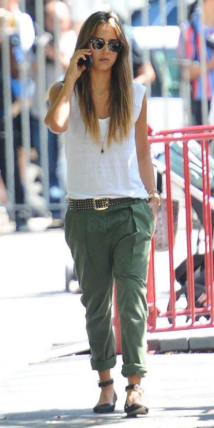 green-olive-boyfriend-jeans-white-tee-black-shoe-flats-belt-hairr-sun-wear-casual-spring-summer-jessicaalba-weekend.jpg