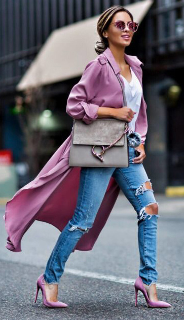 blue-med-skinny-jeans-white-tee-sun-hairr-bun-gray-bag-pink-shoe-pumps-pink-magenta-jacket-coat-trench-spring-summer-lunch.jpg