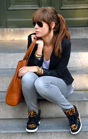 grayl-skinny-jeans-white-tee-black-jacket-blazer-cognac-shoe-sneakers-leopard-print-cognac-bag-tote-hairr-sun-pony-fall-winter-weekend.JPG