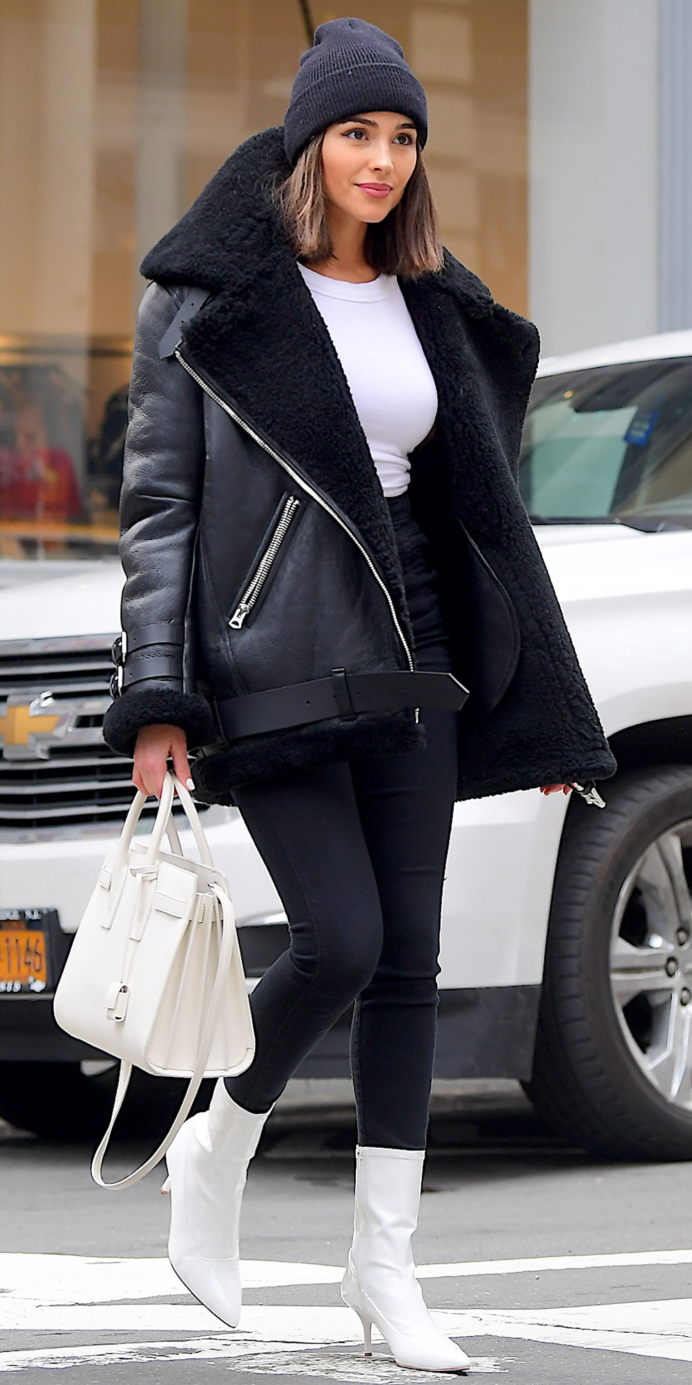 black-skinny-jeans-white-shoe-booties-white-tee-black-jacket-moto-shearling-hairr-lob-beanie-white-bag-oliviaculpo-fall-winter-lunch.jpg