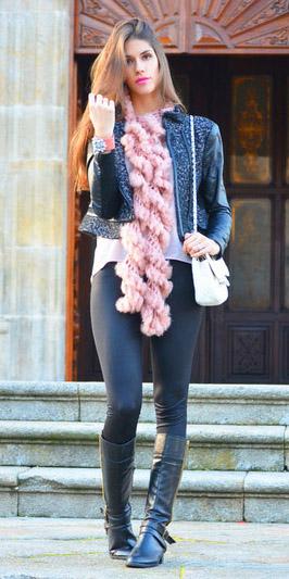 black-leggings-pink-light-scarf-white-bag-black-shoe-boots-white-tee-hairr-fall-winter-weekend.jpg