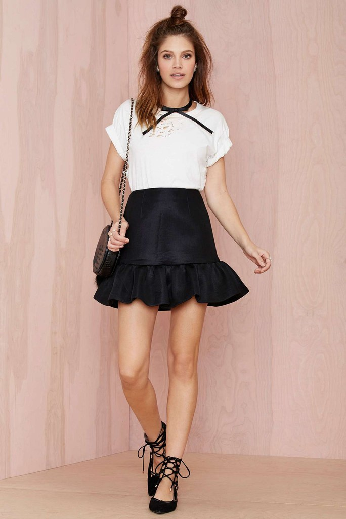 black-mini-skirt-white-tee-hairr-black-bag-black-shoe-flats-howtowear-valentinesday-outfit-fall-winter-lunch.jpg