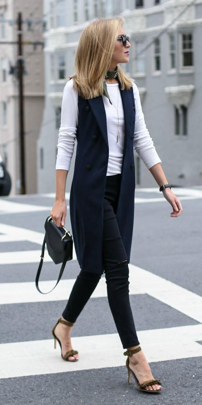 black-skinny-jeans-white-tee-blonde-black-bag-green-shoe-sandalh-green-olive-scarf-neck-bandana-fall-winter-lunch.jpg