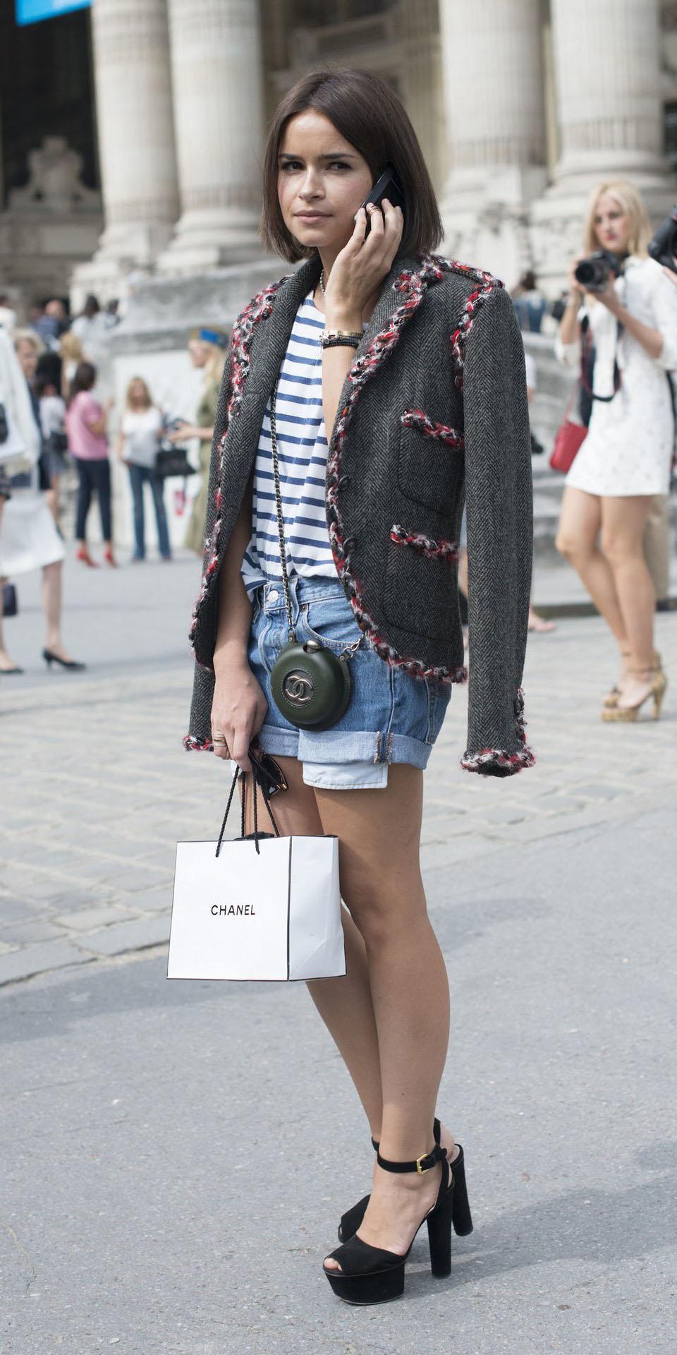 miroslavaduma-blue-med-shorts-blue-med-tee-stripe-brun-bob-black-shoe-sandalh-grayd-jacket-lady-fall-winter-lunch.jpg