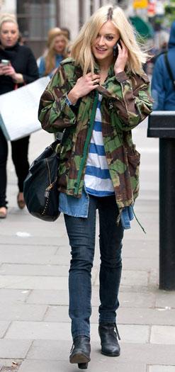 blue-navy-skinny-jeans-blue-med-tee-stripe-green-olive-jacket-camo-black-bag-fearnecotton-chambray-wear-outfit-fashion-fall-winter-black-shoe-booties-blonde-weekend.jpg