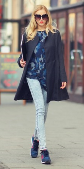 blue-light-skinny-jeans-blue-navy-graphic-tee-blue-navy-jacket-coat-wear-outfit-fall-winter-blue-shoe-sneakers-sun-blonde-lunch.jpg