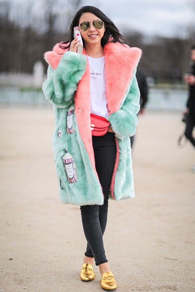 black-skinny-jeans-red-bag-fannypack-brun-sun-white-graphic-tee-green-light-jacket-coat-fur-yellow-shoe-pumps-gold-metallic-fun-fall-winter-lunch.jpg