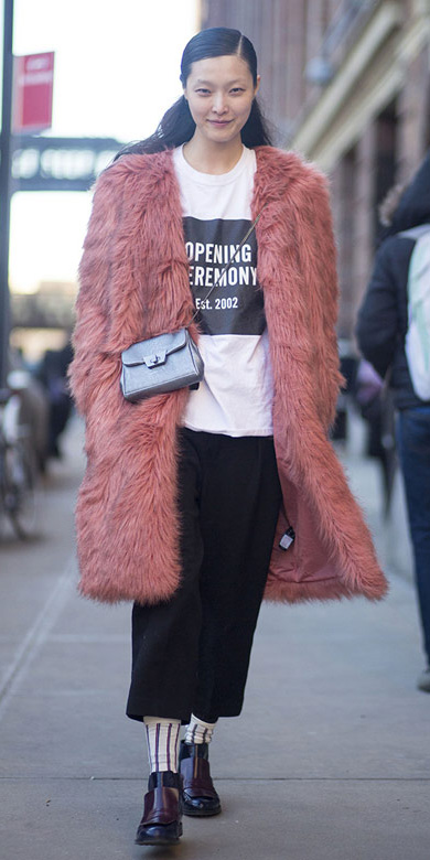 black-culottes-pants-pink-light-jacket-coat-fur-fuzz-socks-black-shoe-brogues-layer-white-graphic-tee-fall-winter-brun-lunch.jpg