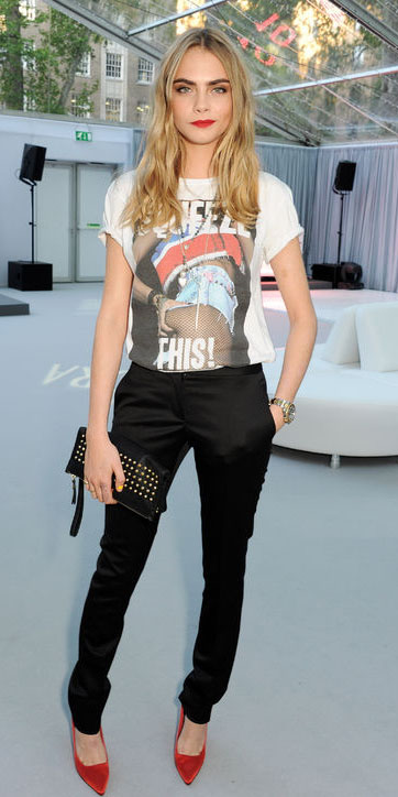 black-slim-pants-white-graphic-tee-red-shoe-pumps-black-bag-clutch-blonde-caradelevingne-spring-summer-dinner.jpg