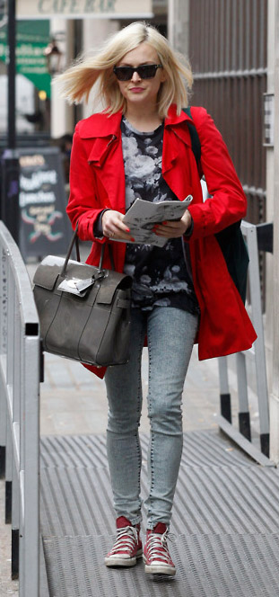 blue-light-skinny-jeans-grayl-graphic-tee-red-jacket-coat-sun-red-shoe-sneakers-gray-bag-fearnecotton-wear-outfit-fashion-fall-winter-floral-blonde-lunch.jpg