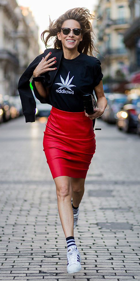 red-pencil-skirt-black-graphic-tee-socks-white-shoe-sneakers-sun-spring-summer-hairr-lunch.jpg