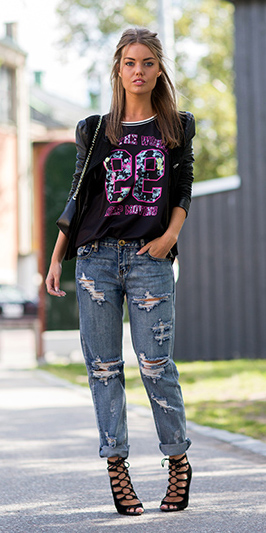 blue-med-boyfriend-jeans-black-graphic-tee-black-jacket-black-shoe-sandalh-hairr-spring-summer-dinner.jpg