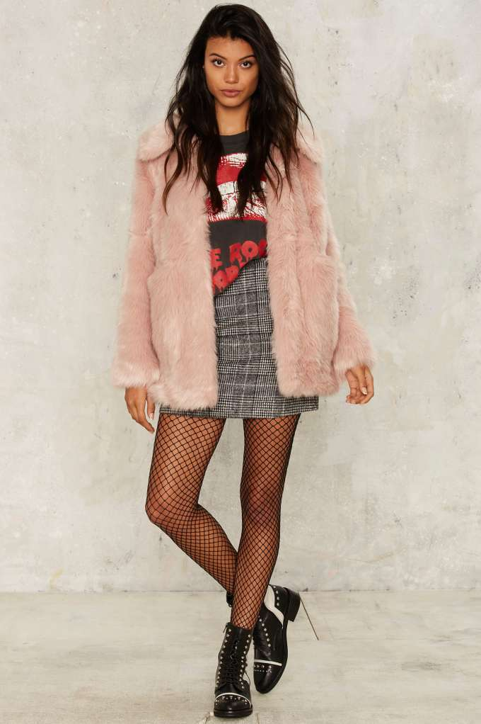 grayl-mini-skirt-black-graphic-tee-black-tights-fishnet-black-shoe-booties-pink-light-jacket-coat-fur-fuzz-fall-winter-brun-lunch.jpg