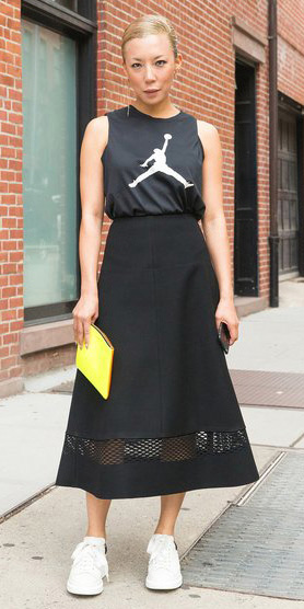 black-midi-skirt-black-graphic-tee-yellow-bag-clutch-blonde-bun-white-shoe-sneakers-spring-summer-lunch.jpg