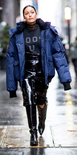 black-pencil-skirt-patent-leather-black-graphic-tee-hoops-black-shoe-boots-blue-navy-jacket-coat-puffer-fall-winter-brun-lunch.jpg