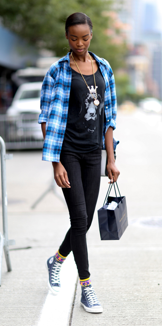 black-skinny-jeans-black-graphic-tee-socks-black-shoe-sneakers-pony-blue-med-plaid-shirt-fall-winter-brun-weekend.jpg