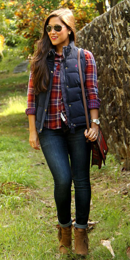 blue-navy-skinny-jeans-red-plaid-shirt-howtowear-fashion-style-outfit-fall-winter-blue-navy-vest-puffer-cognac-shoe-booties-sun-red-bag-brun-weekend.jpg