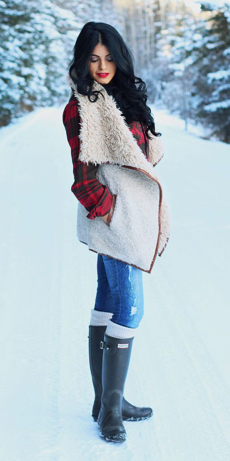 blue-med-skinny-jeans-white-vest-shearling-snow-socks-black-shoe-boots-rain-wellies-layer-red-plaid-shirt-fall-winter-brun-weekend.jpg