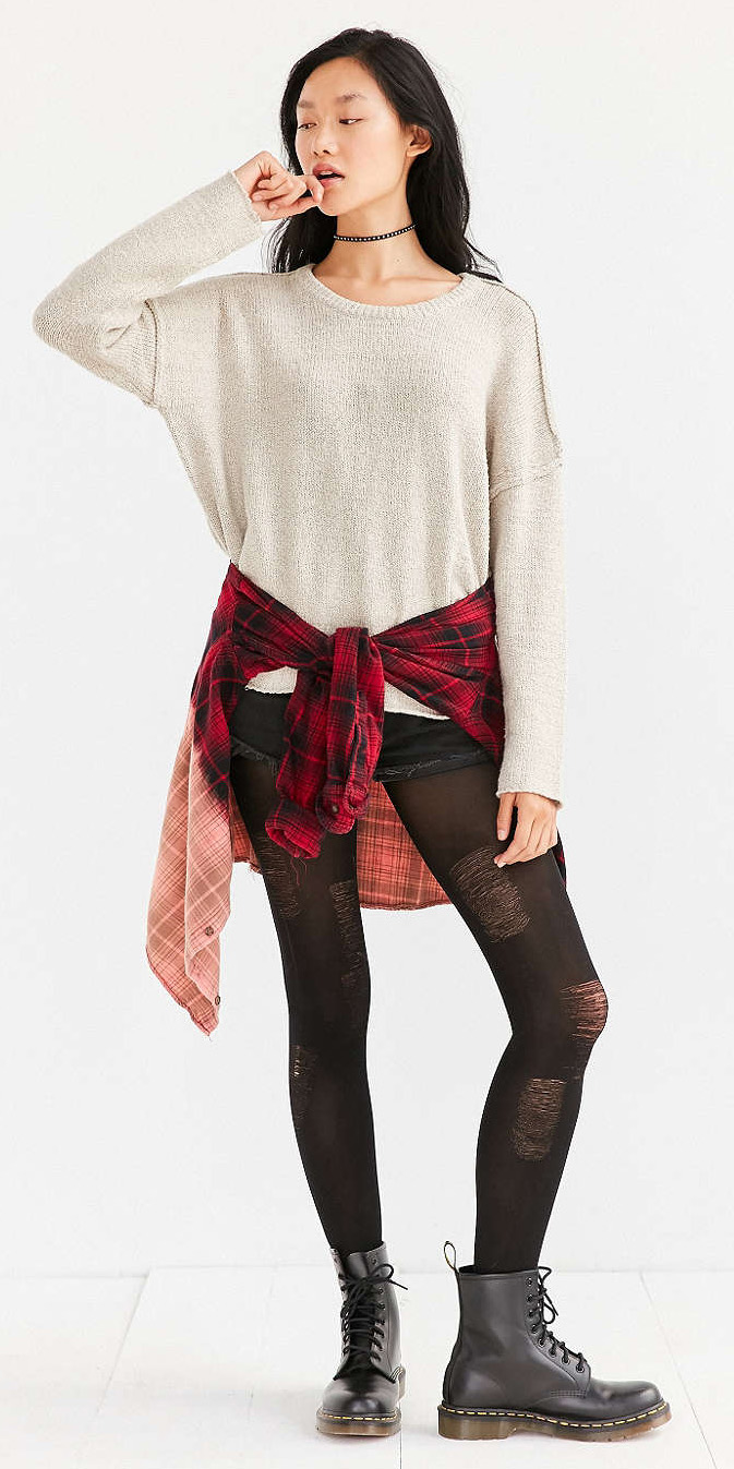 black-shorts-white-sweater-red-plaid-shirt-howtowear-fashion-style-outfit-fall-winter-black-tights-black-shoe-booties-choker-denim-brun-weekend.jpg