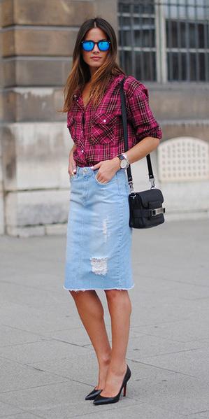 blue-light-pencil-skirt-denim-pink-magenta-plaid-shirt-black-bag-black-shoe-pumps-sun-fall-winter-hairr-lunch.jpg