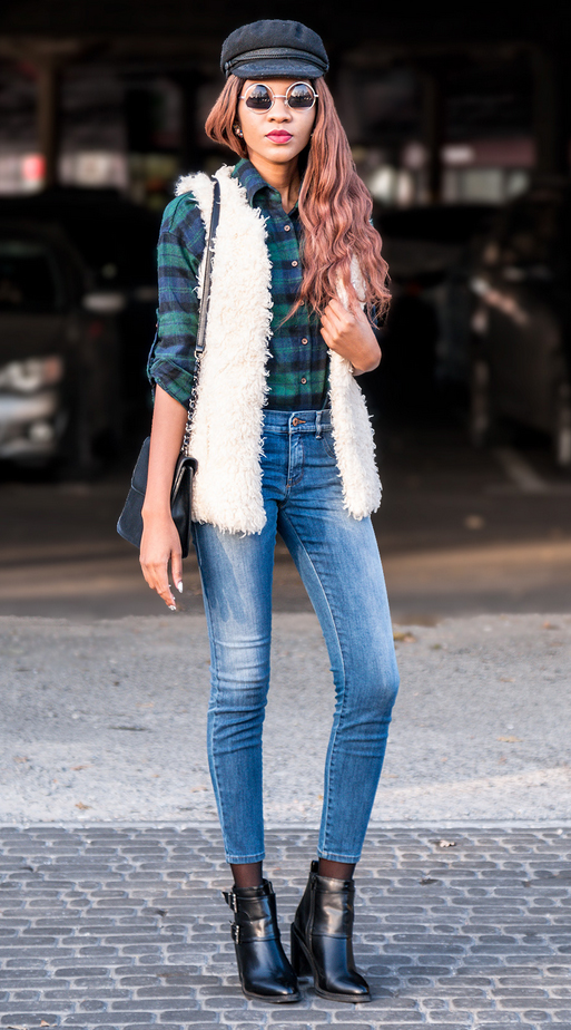 blue-med-skinny-jeans-green-emerald-plaid-shirt-white-vest-fur-fuzz-hat-sun-black-bag-black-shoe-booties-fall-winter-brun-lunch.jpg