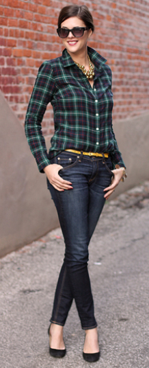 blue-navy-skinny-jeans-green-emerald-plaid-shirt-howtowear-fashion-style-outfit-fall-winter-skinny-belt-bib-necklace-bun-black-shoe-pumps-sun-brun-lunch.jpg