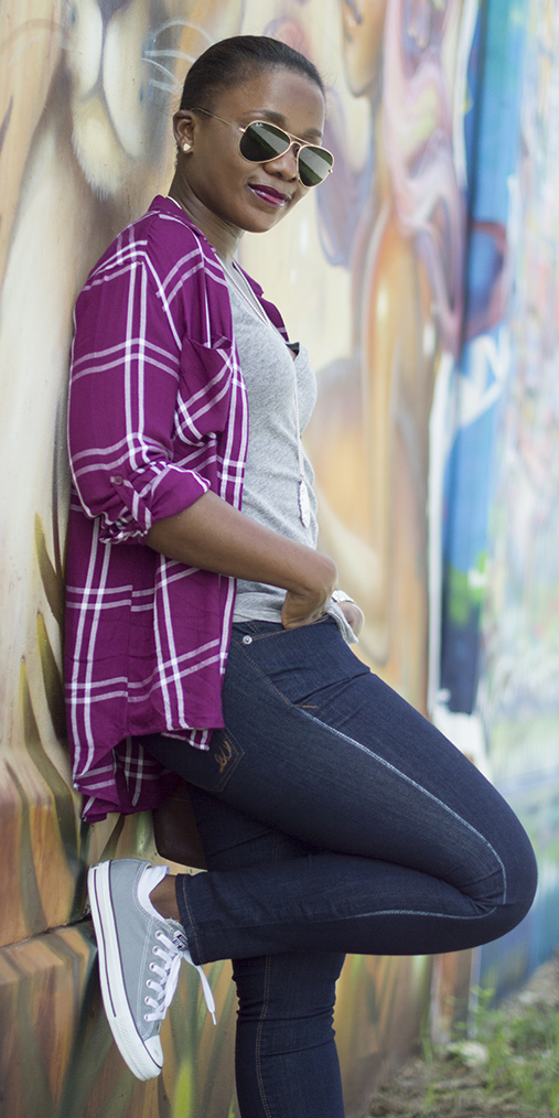 blue-navy-skinny-jeans-grayl-tee-necklace-pend-sun-purple-royal-plaid-shirt-gray-shoe-sneakers-howtowear-fashion-style-outfit-brun-spring-summer-weekend.jpg