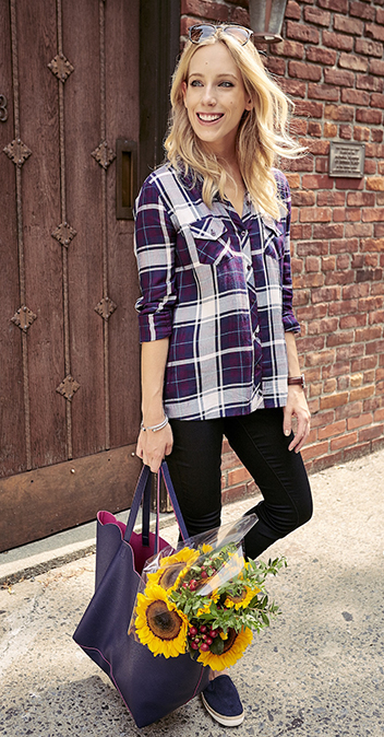 black-skinny-jeans-purple-royal-plaid-shirt-purple-bag-tote-howtowear-fashion-style-outfit-blonde-spring-summer-weekend.jpg