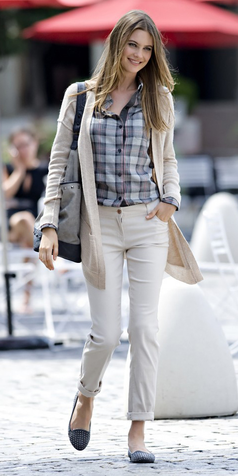 white-chino-pants-grayl-plaid-shirt-white-cardiganl-gray-shoe-loafers-blonde-spring-summer-weekend.jpg