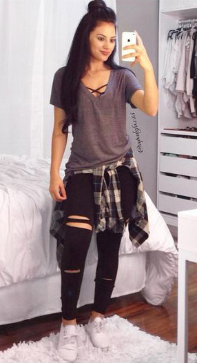 black-skinny-jeans-grayl-tee-black-bralette-black-plaid-shirt-brun-white-shoe-sneakers-howtowear-fashion-style-outfit-spring-summer-weekend.jpg