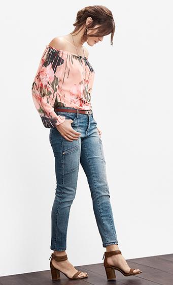 blue-med-skinny-jeans-r-pink-light-top-blouse-offshoulder-print-floral-belt-bun-necklace-pend-brown-shoe-sandalh-hairr-howtowear-fashion-style-outfit-spring-summer-lunch.jpg