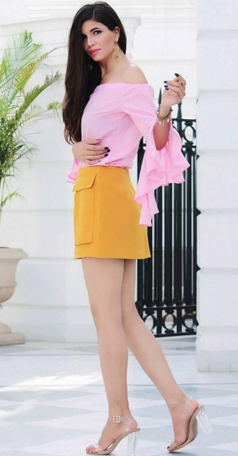 yellow-mini-skirt-pink-light-top-offshoulder-spring-summer-blonde-dinner.jpg