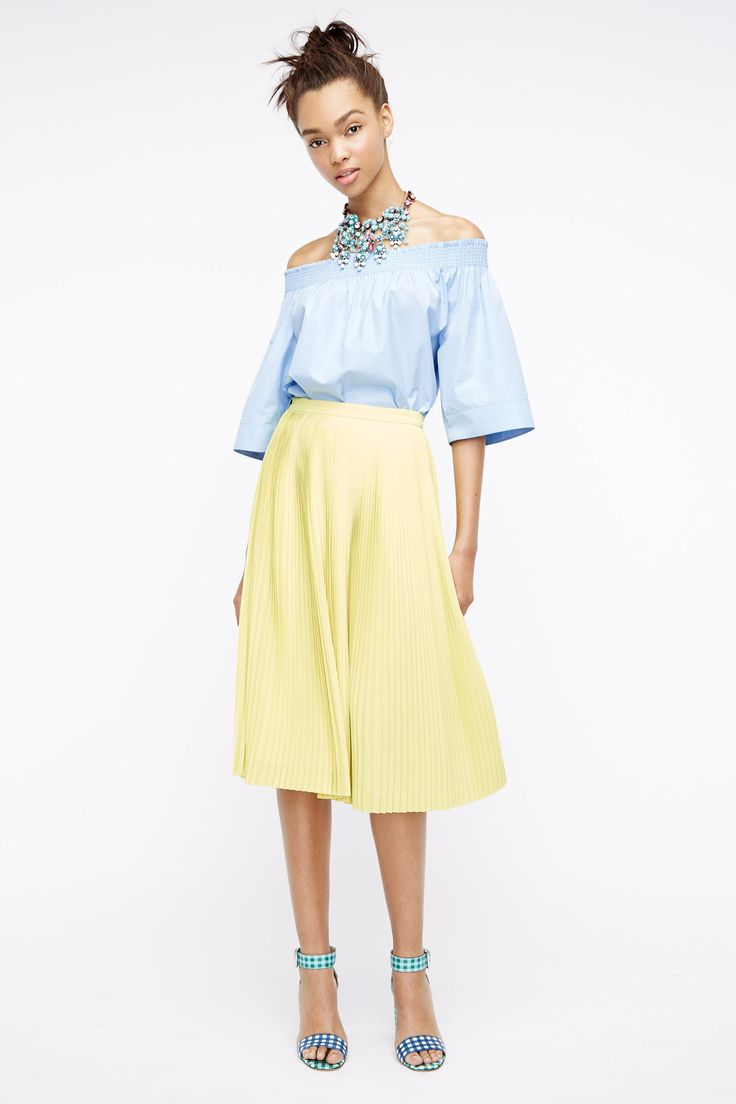 yellow-midi-skirt-blue-light-top-offshoulder-bib-necklace-bun-blue-shoe-sandalh-wear-outfit-spring-summer-fashion-style-brun-lunch.jpg