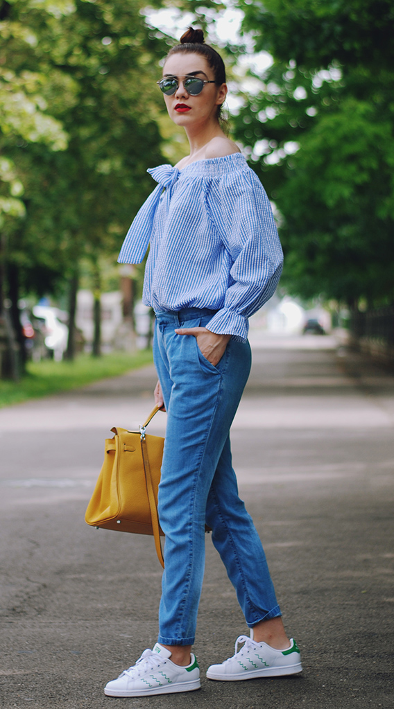 blue-med-skinny-jeans-blue-light-top-offshoulder-yellow-bag-white-shoe-sneakers-sun-bun-howtowear-fashion-style-outfit-spring-summer-brun-weekend.jpg