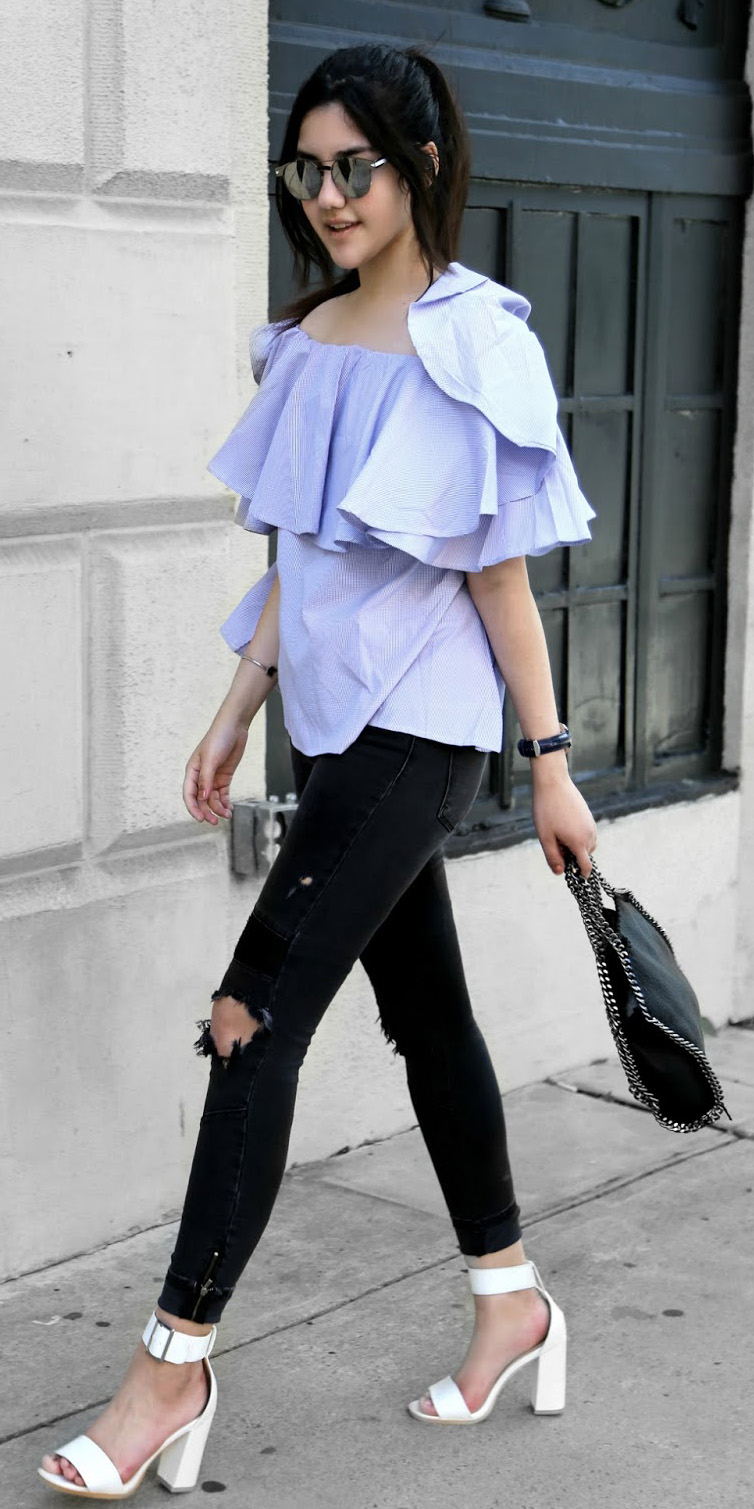 black-skinny-jeans-blue-light-top-offshoulder-sun-pony-black-bag-white-shoe-sandalh-watch-howtowear-fashion-style-spring-summer-outfit-brun-lunch.jpg