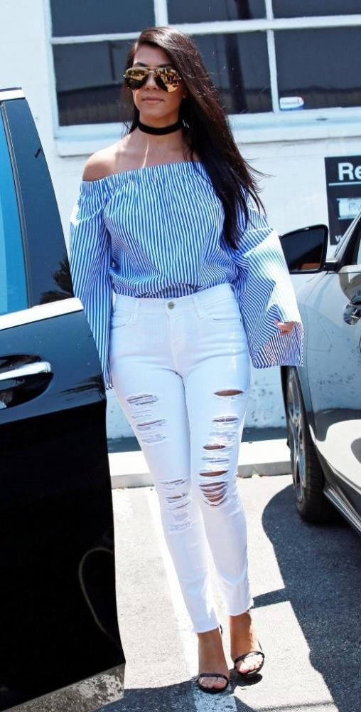 white-skinny-jeans-blue-med-top-offshoulder-stripe-choker-sun-black-shoe-sandalh-kourtneykardashian-howtowear-fashion-style-outfit-spring-summer-brun-lunch.jpg