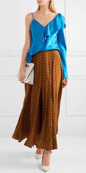 camel-midi-skirt-blue-med-top-offshoulder-white-bag-clutch-white-shoe-pumps-blonde-spring-summer-dinner.jpg