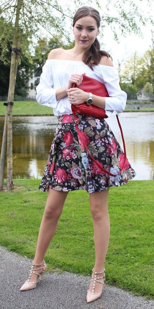 red-mini-skirt-floral-print-red-bag-tan-shoe-pumps-pony-white-top-offshoulder-spring-summer-hairr-dinner.JPG