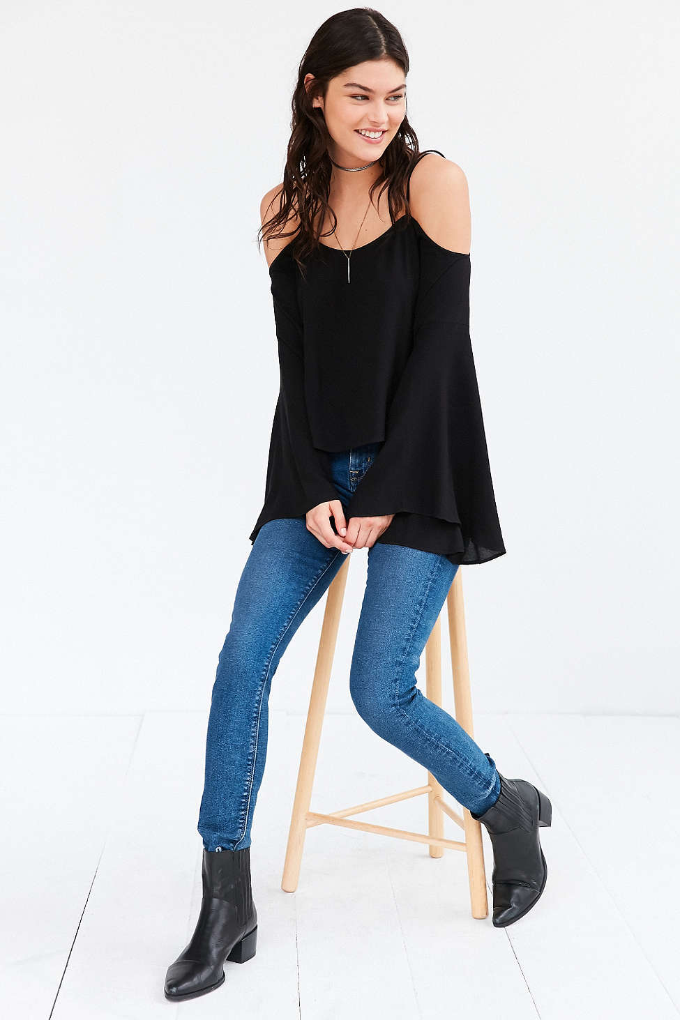 blue-med-skinny-jeans-black-top-blouse-wear-outfit-fashion-fall-winter-black-shoe-booties-offshoulder-brun-weekend.jpg
