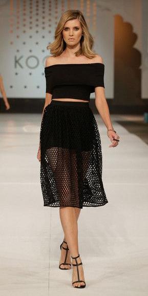 black-midi-skirt-black-top-crop-mesh-black-shoe-sandalh-wear-outfit-spring-summer-runway-offshoulder-blonde-dinner.jpg