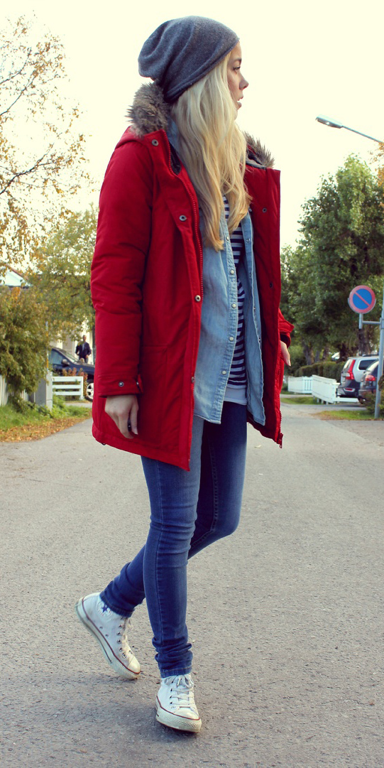blue-med-skinny-jeans-white-shoe-sneakers-blonde-layer-blue-light-collared-shirt-beanie-red-jacket-coat-parka-fall-winter-outfit-weekend.jpg