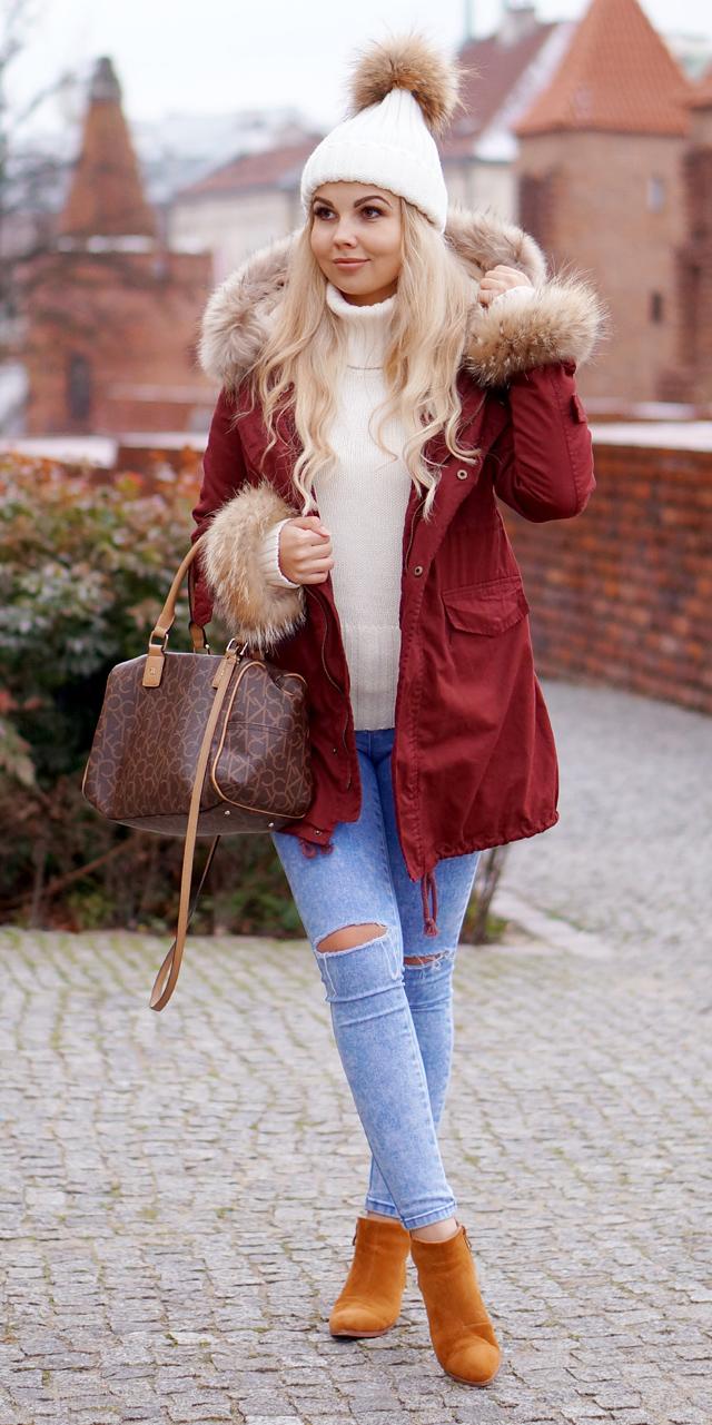 blue-light-skinny-jeans-white-sweater-turtleneck-blonde-beanie-brown-bag-cognac-shoe-booties-red-jacket-coat-parka-fall-winter-outfit-weekend.jpg