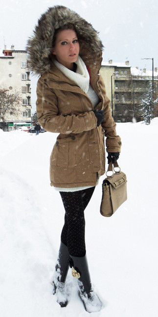 black-leggings-white-sweater-turtleneck-snow-tan-bag-black-shoe-boots-rain-wellies-blonde-tan-jacket-coat-parka-fall-winter-outfit-weekend.jpg