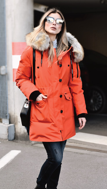 black-bag-sun-blonde-orange-jacket-coat-parka-fall-winter-outfit-weekend.jpg