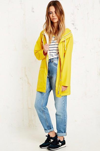 blue-light-boyfriend-jeans-yellow-jacket-coat-parka-black-shoe-sneakers-blonde-blue-med-tee-stripe-spring-summer-weekend.jpg