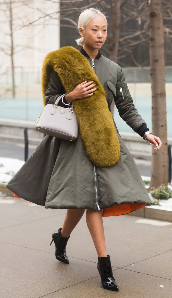 how-to-style-green-olive-jacket-coat-parka-green-olive-scarf-fur-stole-blonde-pony-gray-bag-black-shoe-booties-fall-winter-fashion-dinner.jpg