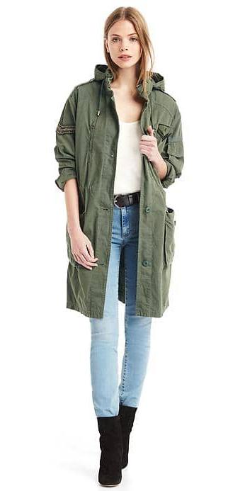 blue-light-skinny-jeans-belt-green-olive-jacket-coat-parka-blonde-black-shoe-booties-fall-winter-weekend.jpg